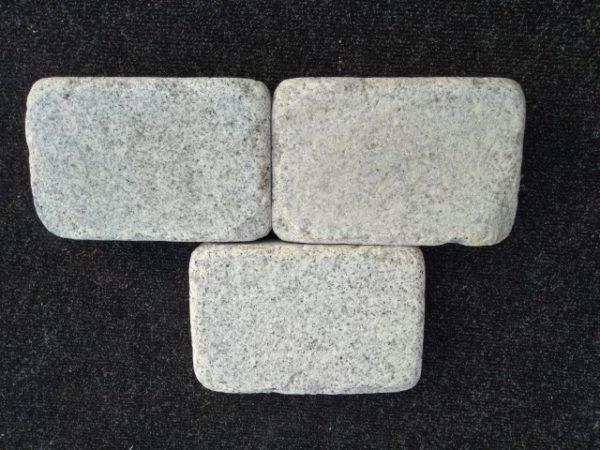 Pihakivi Granit Antik 210x140x50mm