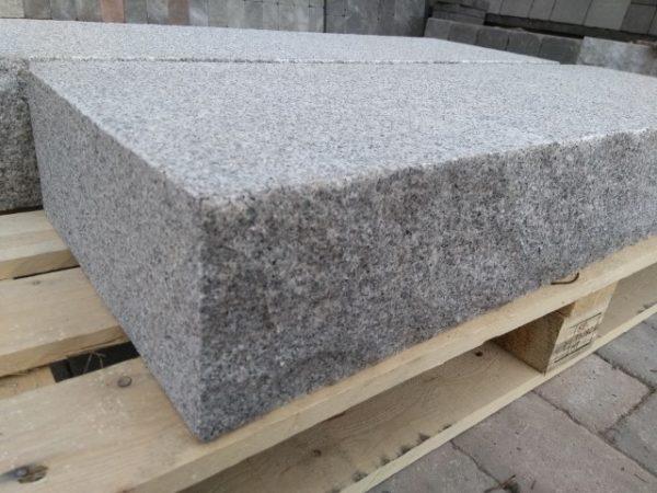 Porrasaskelma graniitti
